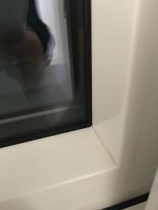 ハニカム全閉の窓の結露