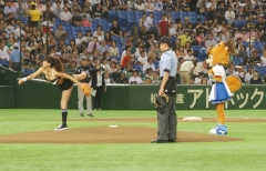 久松郁実ビキニ始球式画像2