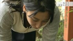 浅田舞、胸チラ谷間チラ画像1