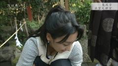 浅田舞、胸チラ谷間チラ画像3