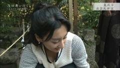 浅田舞、胸チラ谷間チラ画像4