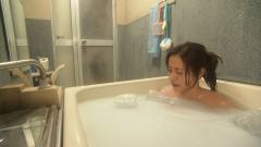 石原さとみ谷間チラ入浴画像3