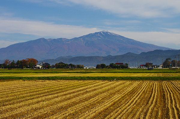 酒田市東郊から鳥海山