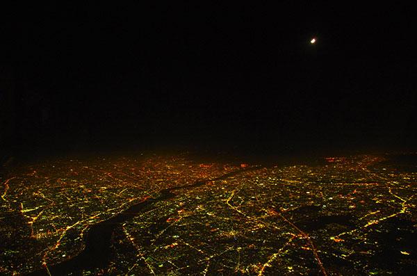 大阪の夜景と月