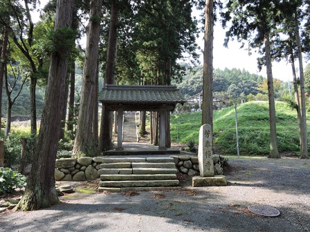 3芳春禅寺入口