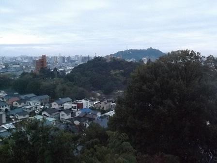 編集_46道後温泉彩朝楽から松山城を望む