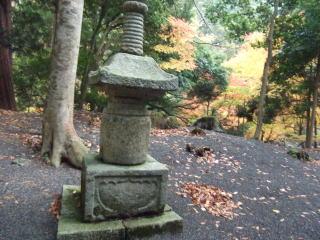 地主神社石造宝塔