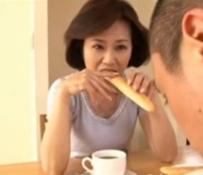 (ヒトヅマムービー)イソジの性欲☆甥の元気な肉棒に溺れていくすけべな高齢人妻