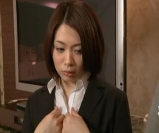 欲求不満の美人秘書が絶倫の社長に関係を強要される!ヘンリー塚本