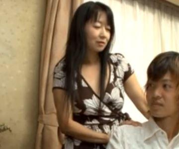 熟れた清楚な母親と思春期の息子が淫らな関係に墜ちる!五十川みどり