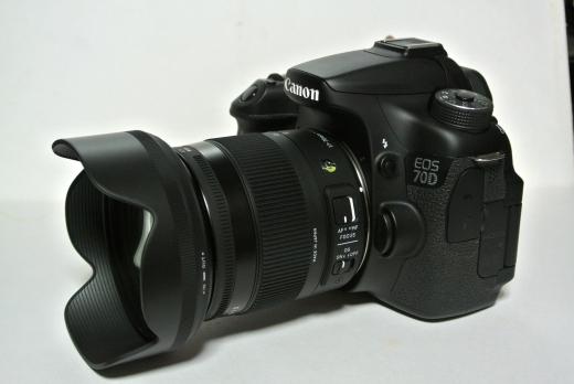 17-70mm F2.8-4 DC MACRO OS HSM 09
