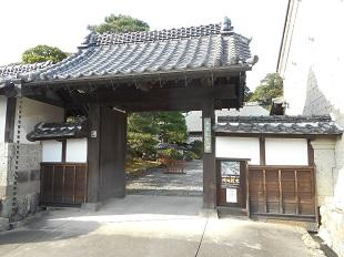 ②長島記念館門