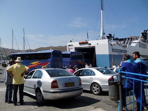 ツアーバスで激混みの港