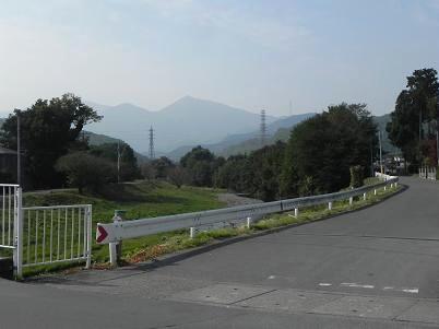 館川から笠山を望む