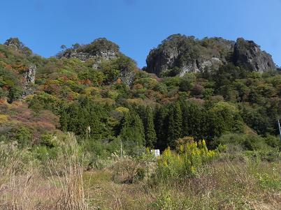 南面から見た岩櫃山