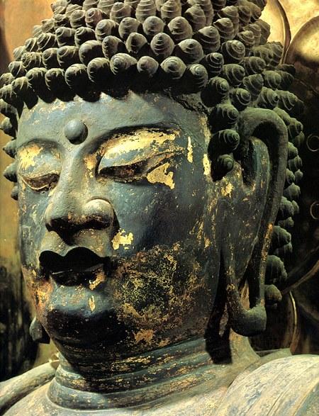 威嚇的な造形の黒石寺薬師如来像・顔部