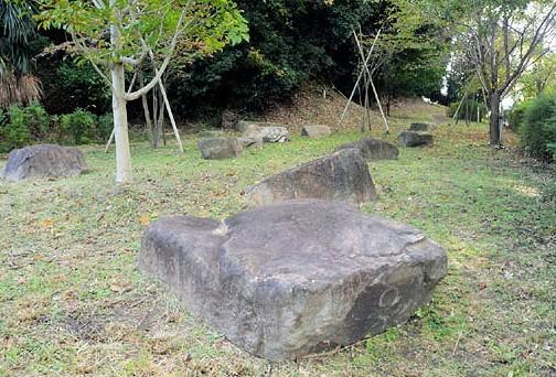 眉間寺跡に遺された礎石