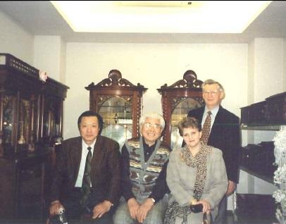 在大阪総領事コマロフスキー夫妻と故・堀江光男さん