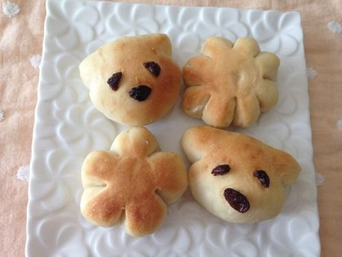 チーズ入りお花パンとチョコ入り犬パン