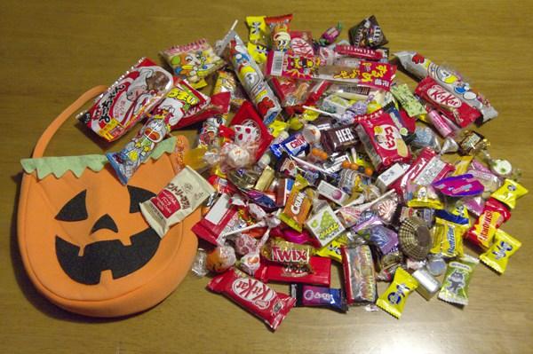 子供がお菓子を沢山いただいてきました。