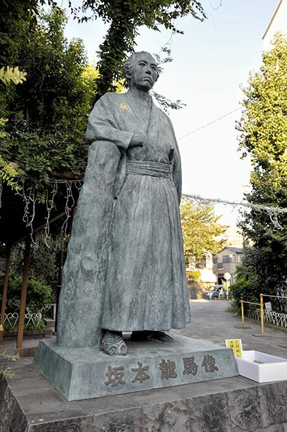 高知市から寄贈された像だそうです