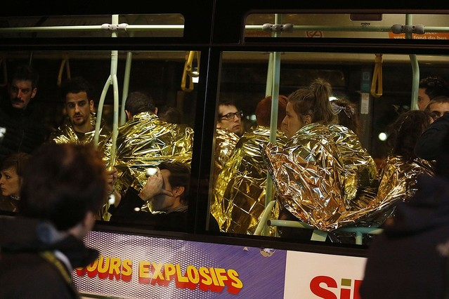 バスで移動の役者御一行