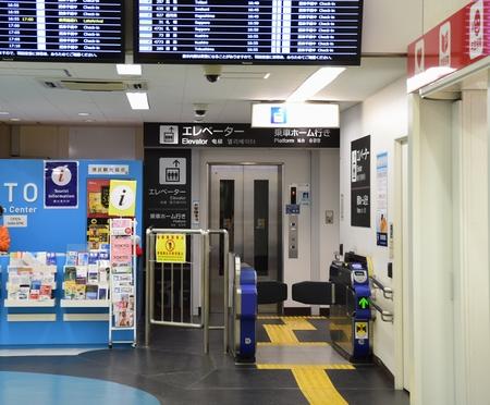 東京モノレール浜松町駅エレベーターのある改札