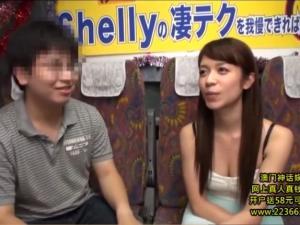 逆ナンパした素人を10分間でイカせられるかの射精我慢対決に挑む凄テク痴女優 Shelly