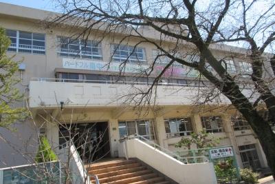 南毛利中学校