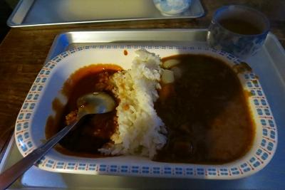 ヒュッテ名物?ハヤシとカレーライスが半分ずつの夕飯