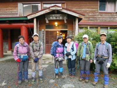 15 雨飾山荘前にて_1