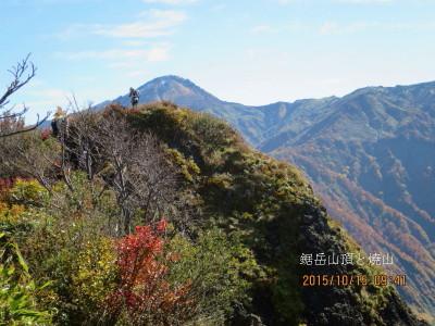 18-2-3 鋸岳山頂と焼山(後ろ)_1