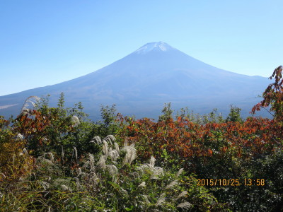 カチカチ山ローロープウエイ山頂駅上より富士山