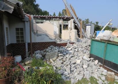 2015_10 22_母屋の隣りを解体・3