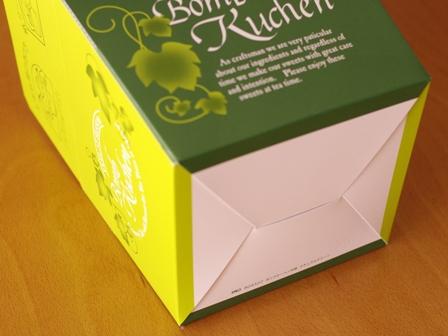 4月抹茶とチョコの簡単マーブルパウンドケーキ08ボンブクーヘン外箱ナチュラルグリーン