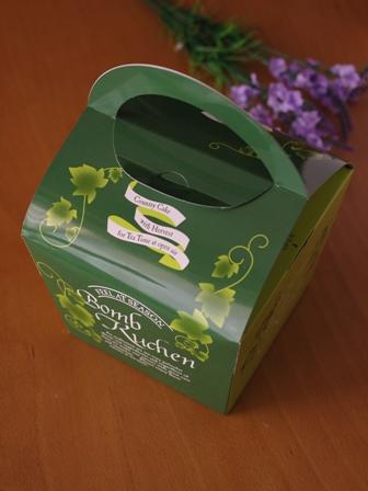 4月抹茶とチョコの簡単マーブルパウンドケーキ12ボンブクーヘン外箱ナチュラルグリーン