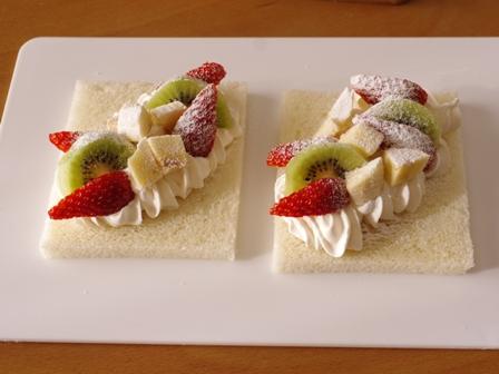 サンドシナイッチ05彩りフルーツのクリームa