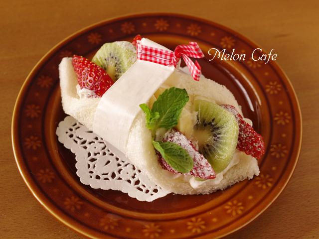 bサンドシナイッチ彩りフルーツのクリーム