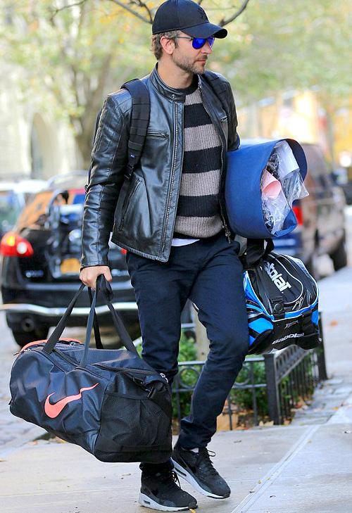 ブラッドレイ・クーパー(Bradley Cooper):ベルスタッフ(Belstaff)/ナイキ(Nike)/ニューエラ(New Era)/カレラ アイウェア(Carrera Eyewear)