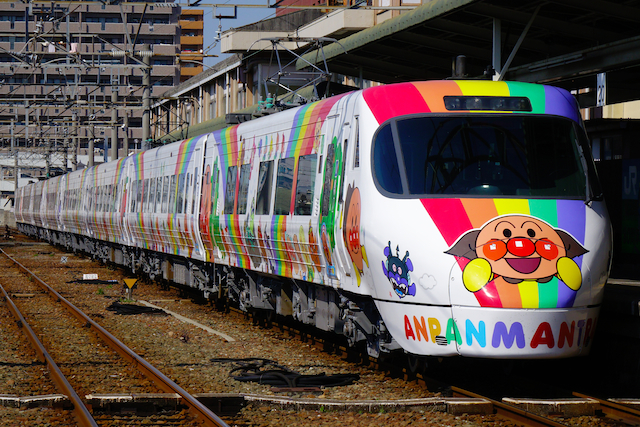 160327 JRS 8000 anpanman-matsuyama-1