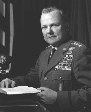 ジェームズ V.エドモンドソン中将