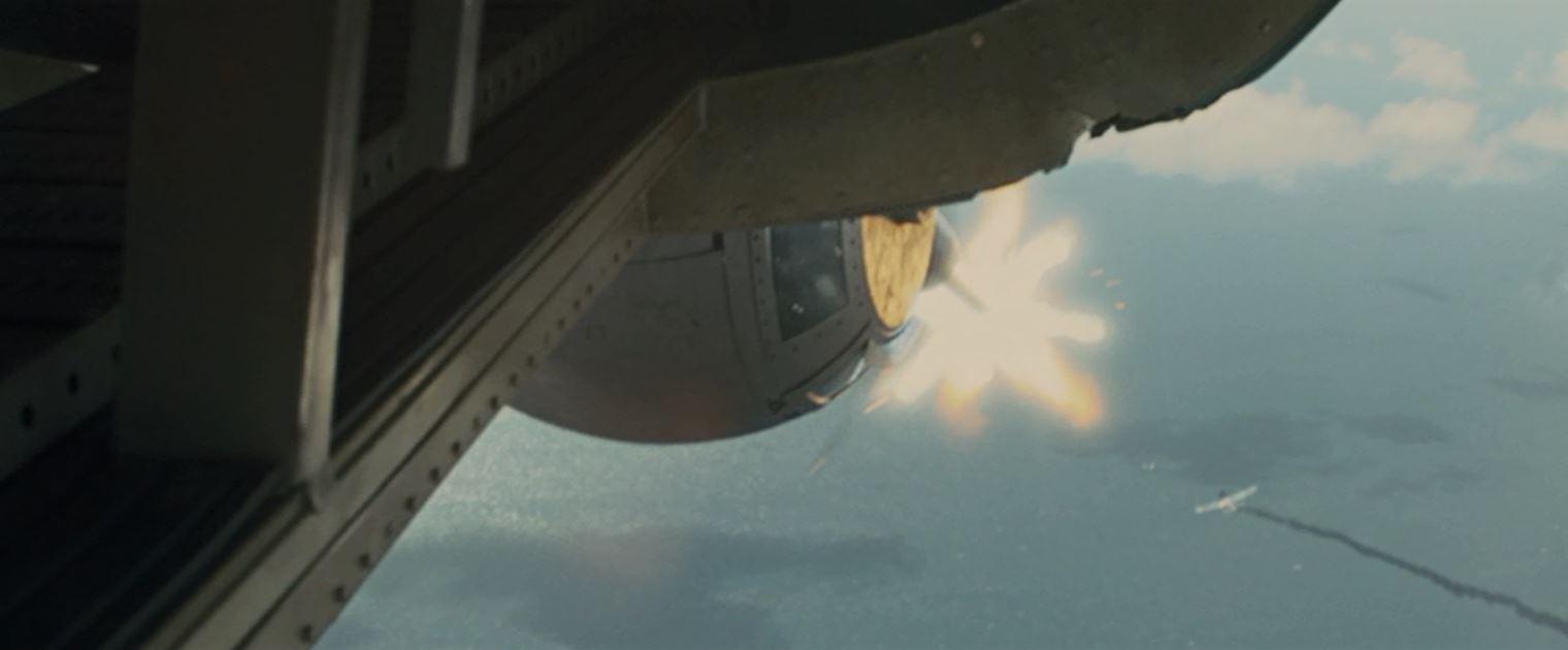 下部銃塔が零戦を撃墜