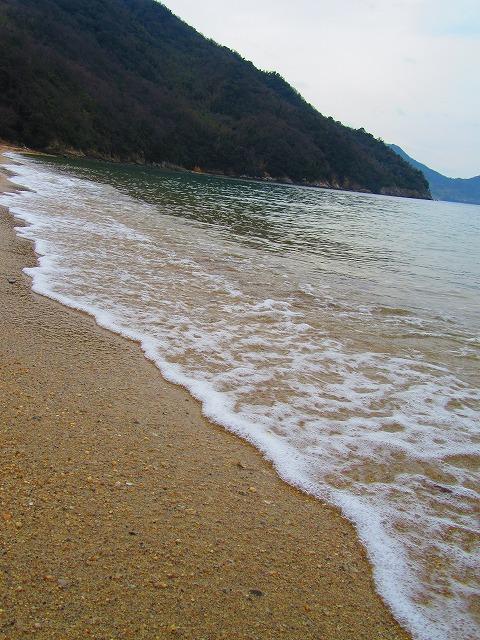 粟島西浜 優しい波 28.3.23