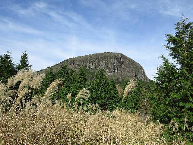 IMG_0190万年山の東端壁が見えます
