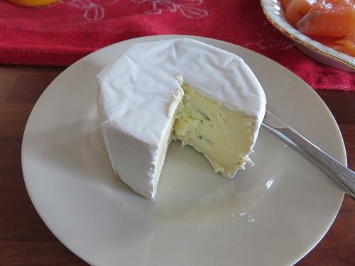Valkosinijuusto フィンランド カマンベール ブルーチーズ
