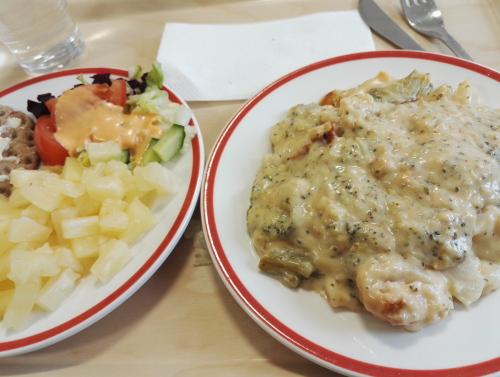 町の食堂 フィンランド クリーミー過ぎるソース