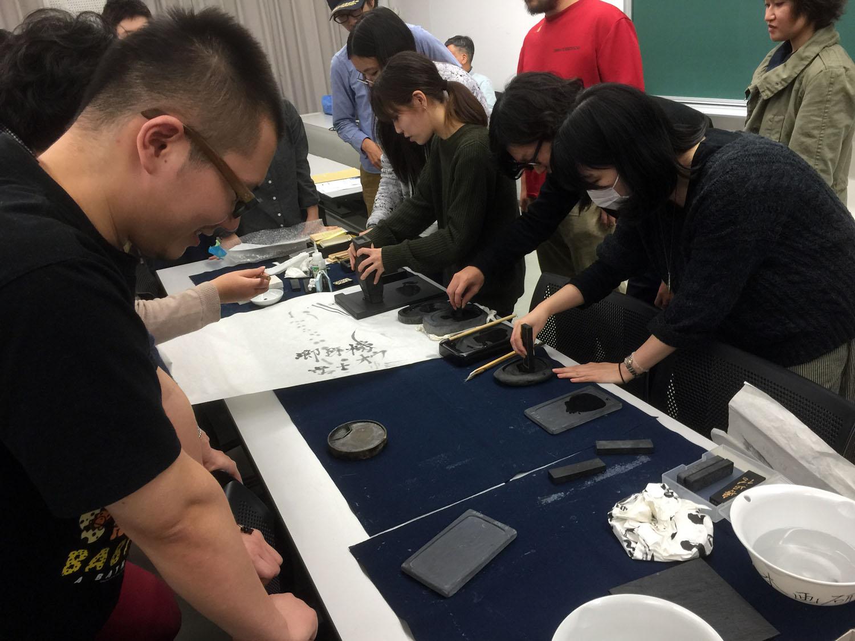 20151124 武蔵野美術大学 『硯と墨の世界』 講義風景4 講師:遠藤夕幻