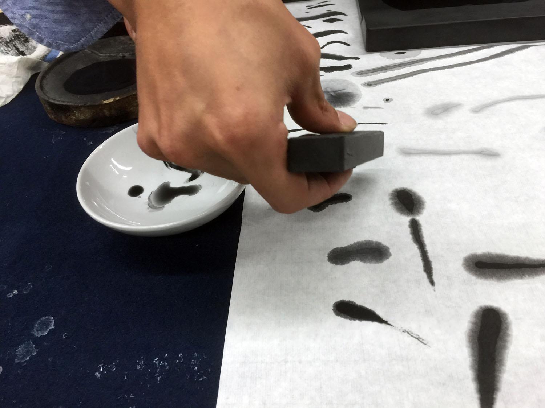 20151124 武蔵野美術大学 『硯と墨の世界』 講義風景10 墨色見本 講師:遠藤夕幻