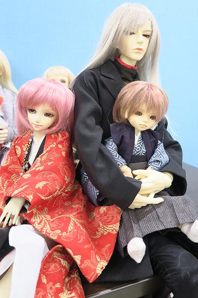 右手側のお人形たち