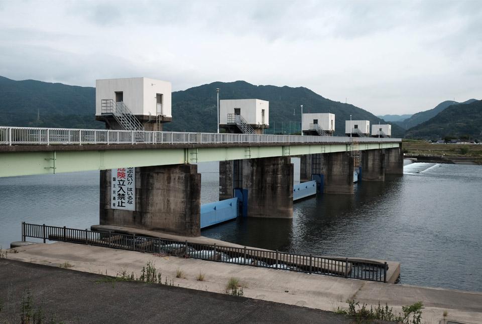 8289 球磨川の堰 960×645